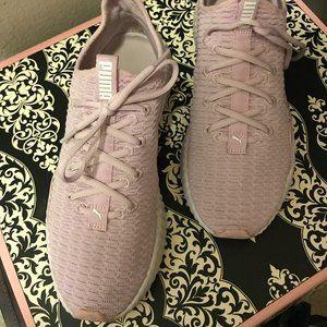 🌸 Women's Size 9 Puma Pink Tennis Shoes 🌸